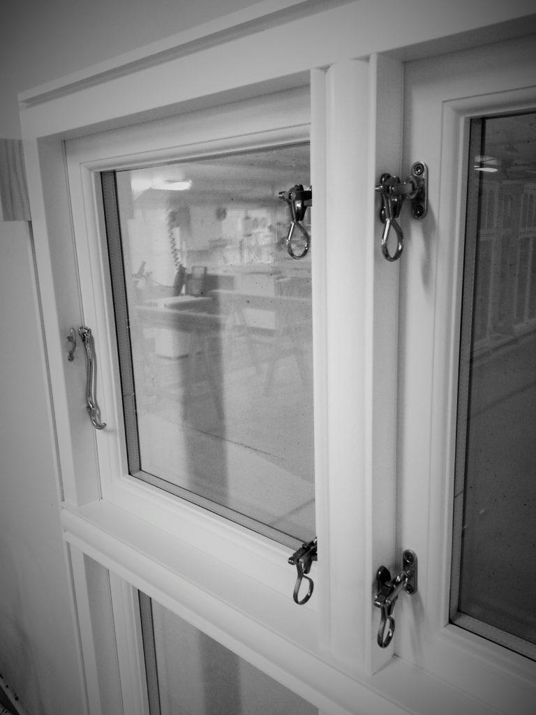 Vikesaa Vindu - Vindusramme med ferdigmonterte vindushasper